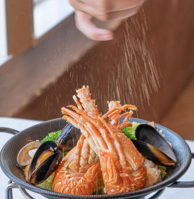 つくばのイタリアンレストラン夏季限定メニュー「ロブスターのパエリア」